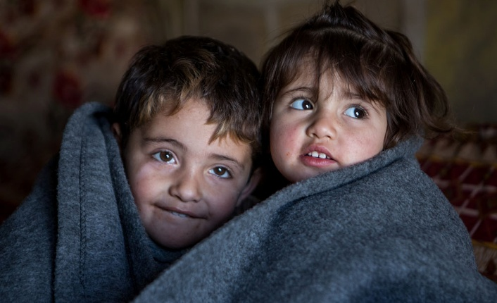 syrien-kinder-in-decken